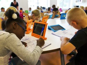 steve-jobs-school-students-ipad-classroom-1