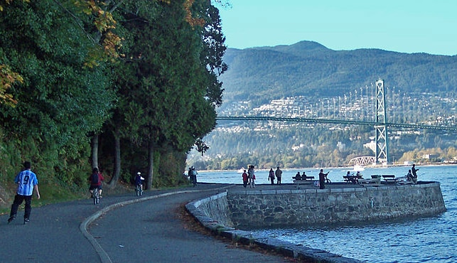 Seawall and Lion's Gate Bridge | Foto: bobanny via Wikimedia Commons