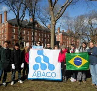 Alunos representam El Salvador no Harvard Model United Nations